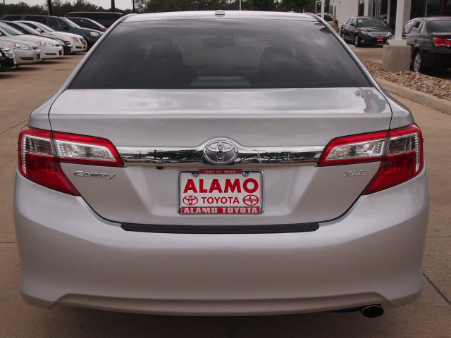 toyota camry 2013 silver sedan xle gasoline 4 cylinders front wheel drive automatic 78232. Black Bedroom Furniture Sets. Home Design Ideas
