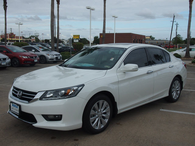 Honda accord 2014 white sedan gasoline 6 cylinders front for 2014 honda accord white