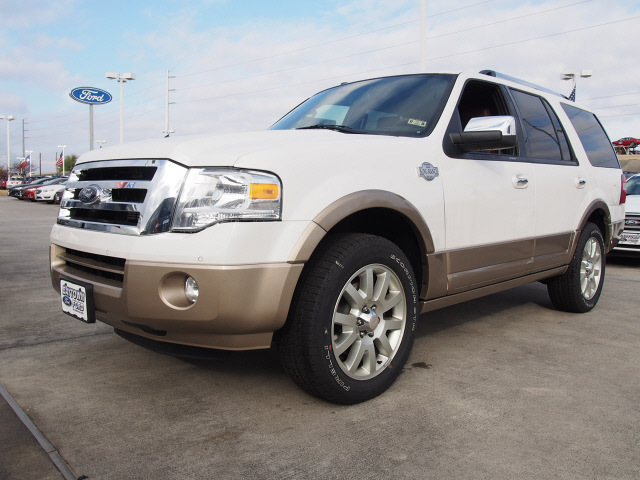 ford expedition 2014 white platinum tric suv king ranch flex fuel 8 cylinders 2 wheel drive. Black Bedroom Furniture Sets. Home Design Ideas
