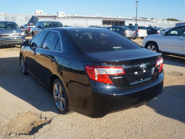 toyota camry 2014 black sedan se gasoline 4 cylinders front wheel drive 6 speed automatic 76053. Black Bedroom Furniture Sets. Home Design Ideas