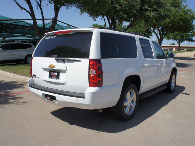 chevrolet suburban 2014 white suv lt 1500 8 cylinders automatic 76051 chevrolet suburban 2014. Black Bedroom Furniture Sets. Home Design Ideas